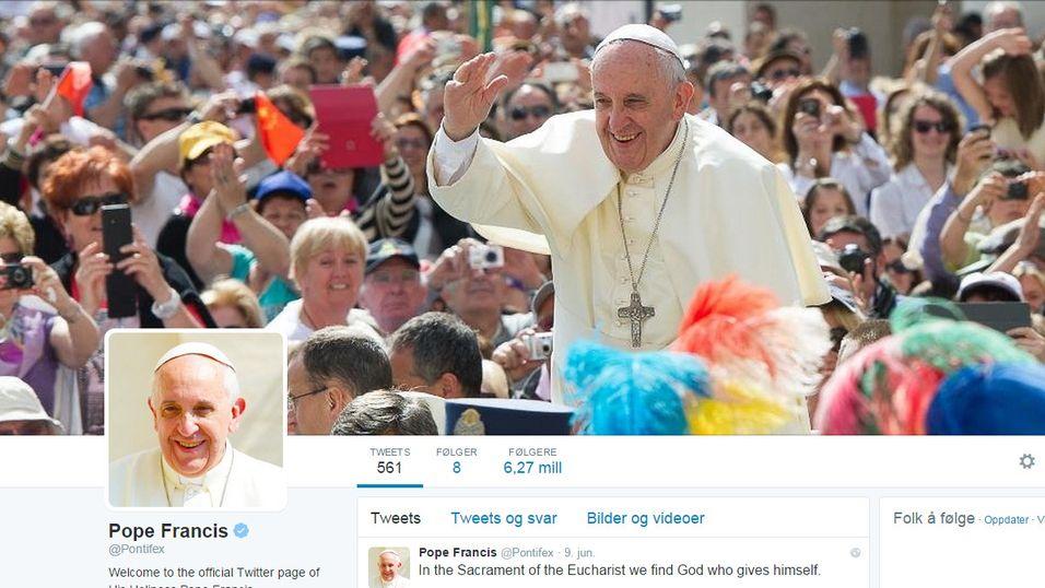 Paven har riktignok Twitter-profil, men han surfer visst ikke på Internett selv.