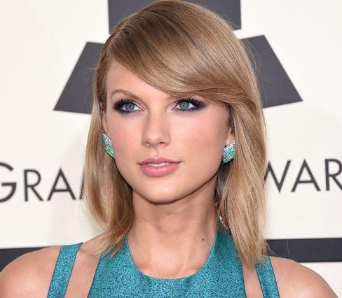 Taylor Swift er en av verdens best betalte popstjerner, og en av få som fortsatt selger massive mengder fysiske plater. Hun trakk musikken sin fra Spotify på grunn av for små utbetalinger.