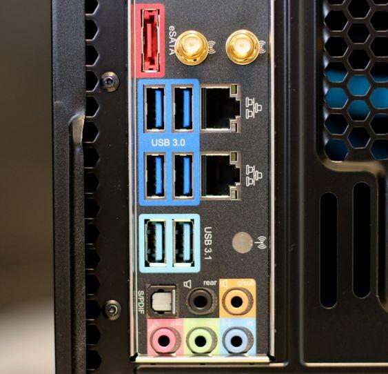 De nye USB 3.1-kontaktene har en blågrønn farge.