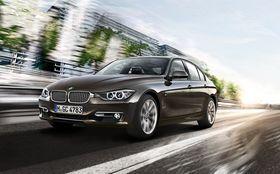 Tesla Model 3 forventes å havne i samme pris- og størrelsesklasse som BMW 3-serie.