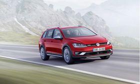 Golf Alltrack er Volkswagens Crossover-modell av Golf, men det finnes også et utall andre variasjoner over samme modell. Det kan tenkes at Tesla har samme strategi med Model 3.