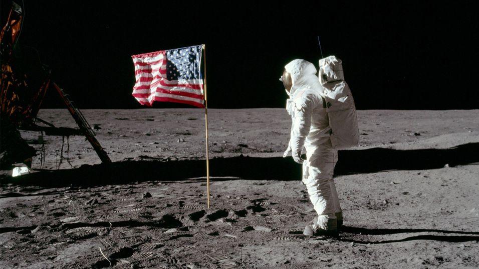 Her ser du astronaut Buzz Aldrin på Månen (Apollo 11).