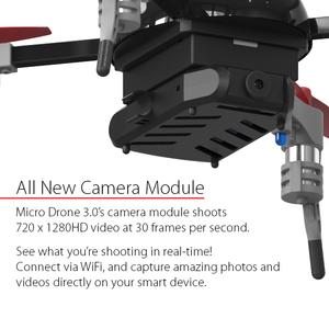 Kameraemodulen festes magnetisk under batteriet.