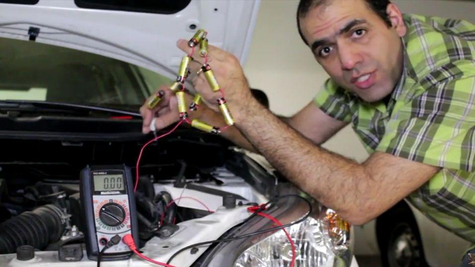 Slik nødstarter han bilen med 12 vanlige-batterier