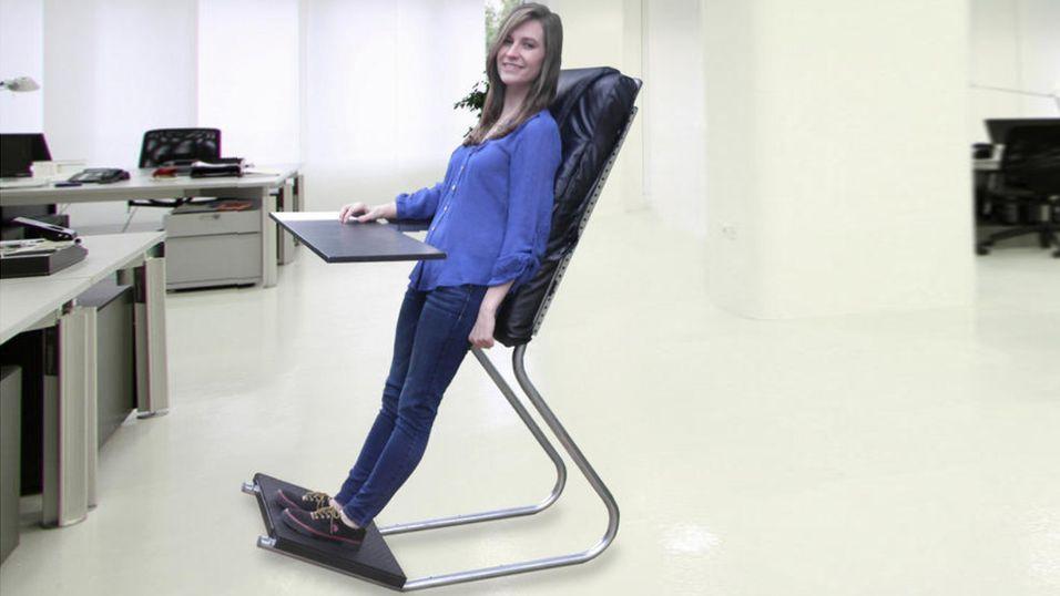 Ikke stå, ikke sitt, men  len  deg på jobb