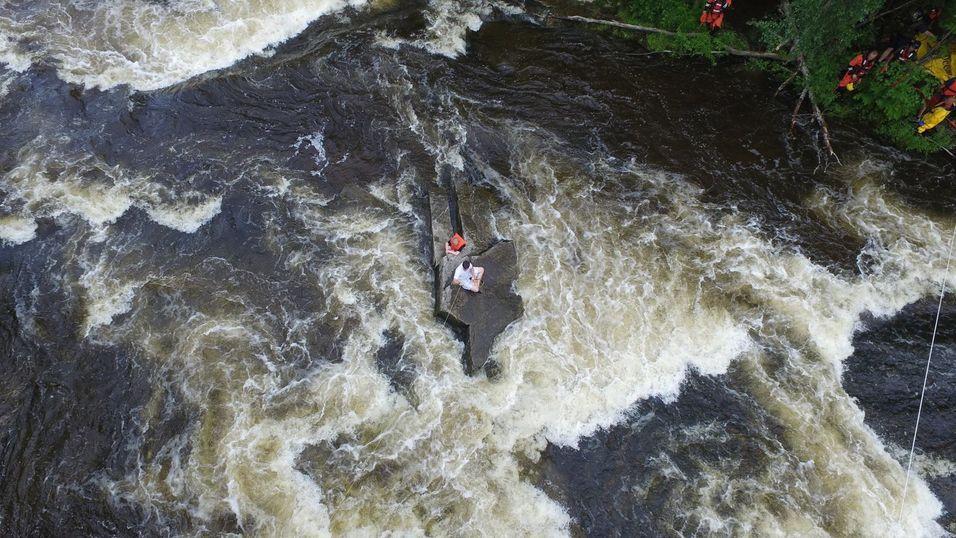 Brukte drone for å redde raftere fra ei elv
