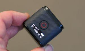 Toppen av kameraet har én knapp og et lite LCD-display.