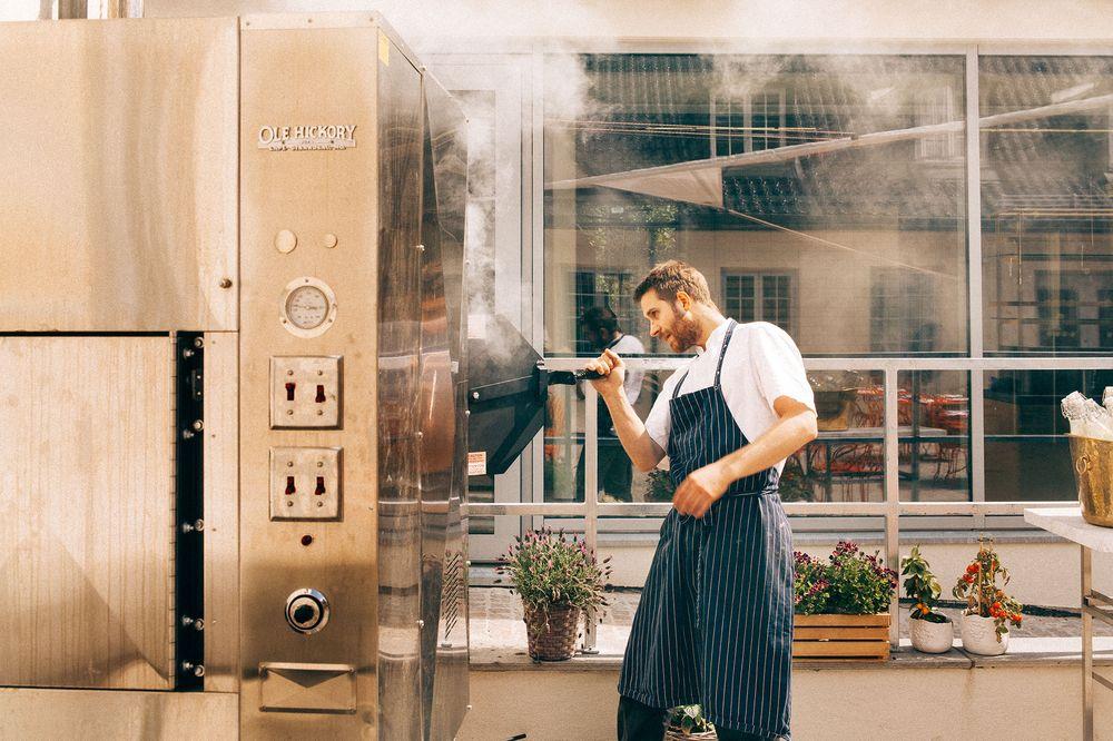 Kjøkkensjef Mats Vaulen der han liker seg best.
