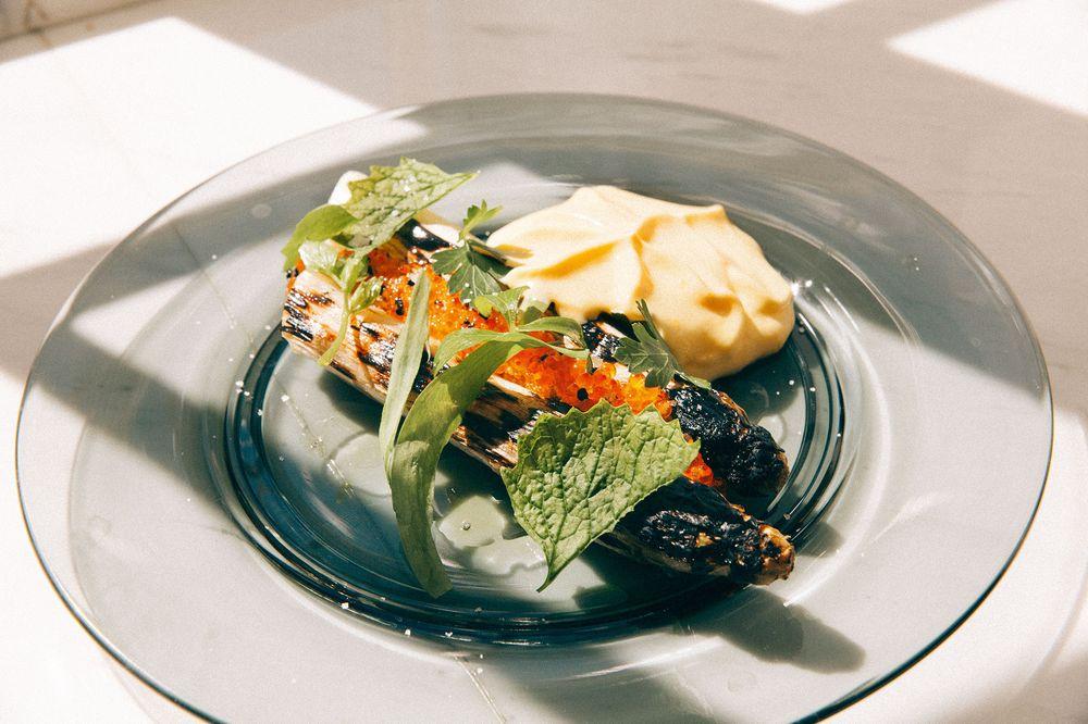 Hvit asparges var en av forrettene rett etter åpningen. .