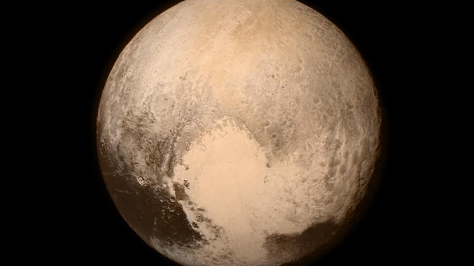 Det historiske nærbildet av Pluto, tatt 766 000 kilometer fra overflaten.