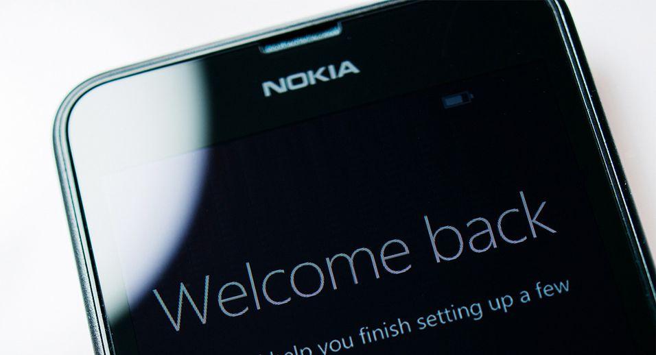 Nokia er opptatt av å forklare at de ikke bryter avtalen med Microsoft, men denne ukens post fra selskapet levner liten tvil; det vil komme Nokia-merkede mobiltelefoner en gang etter fjerde kvartal neste år.