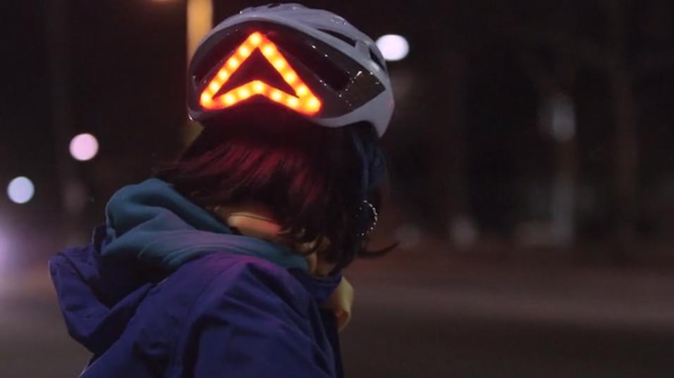 Sykkelhjelmen Lumos skal gjøre syklistene synligere i trafikken.