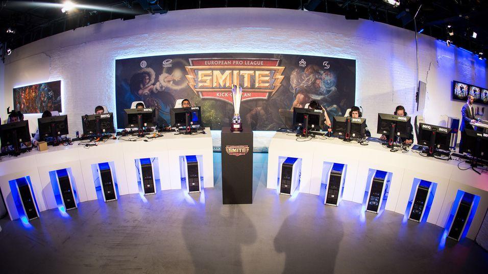 Bilde fra Kick-off-LAN-et til Smite Pro League i Europa.