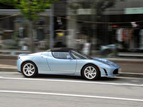 Tesla Roadster kommer tilbake i nye versjon om fire år.
