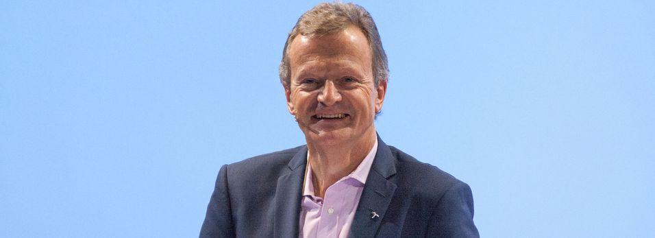 Konsernsjef Jon Fredrik Baksaas har ledet Telenor gjennom 53 kvartaler og har investert i selskaper der Telenors andeler av eierskapet tilsvarer rundt 220-240 millioner mobilkunder.