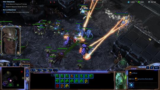 Zeratul's Protoss-hær kremerer romvesner i kjent stil.