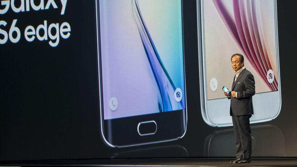 Samsungs toppsjef JK Shin presenterer Galaxy S6 og S6 Edge på Mobile World Congress i Barcelona i 2015.