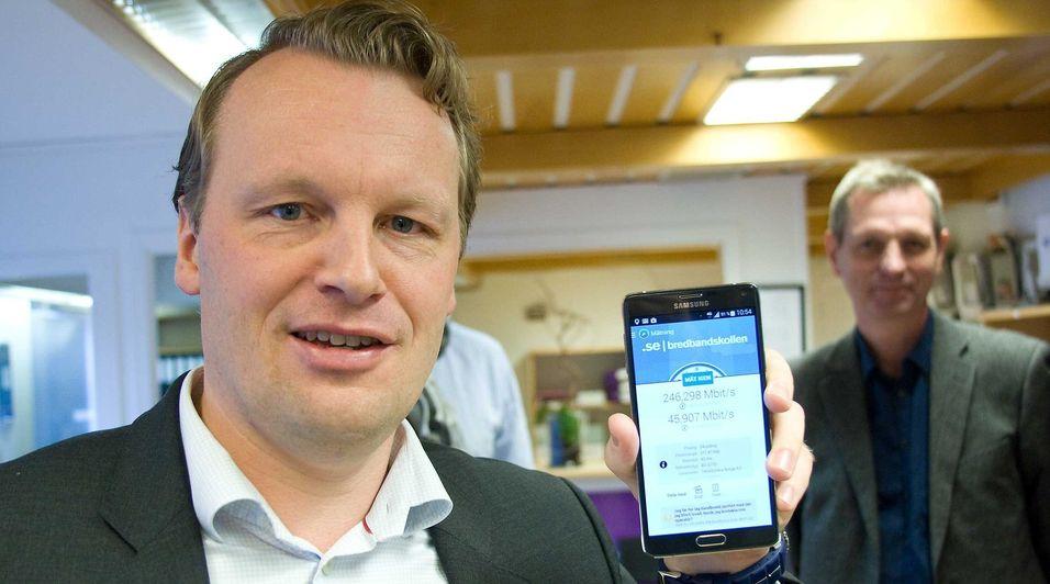 Teknisk direktør Jon Christian Hillestad i Teliasonera regner med å innføre teknologi, som lar mobilen knytte seg til flere basestasjoner samtidig, i løpet av høsten. .