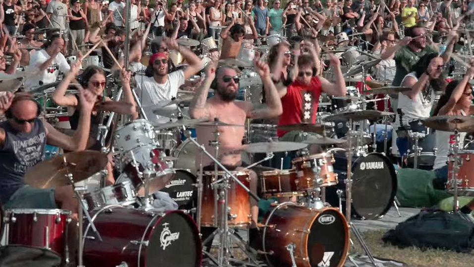 Se 1000 musikere spille en Foo Fighters-låt – samtidig!