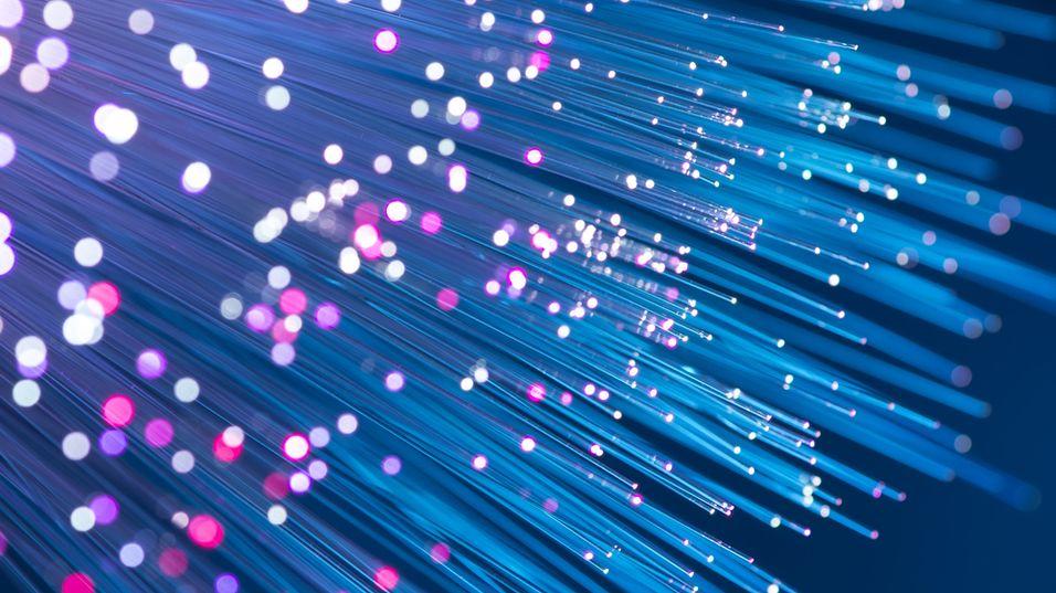 Det er stor etterspørsel etter fiberbreddbånd, men høye fremføringskostnader gjør det vanskelig for operatørene å bygge ut til alle som vil ha.