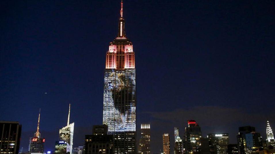 Løven Cecil prydet Empire State Building i helgen