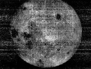Det første bildet av månens bakside.