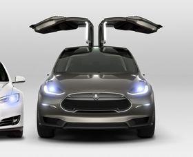 Model X får måkevingedører.