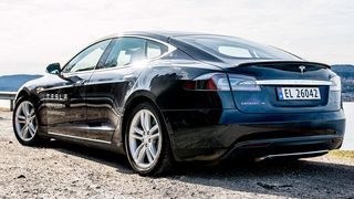 Tesla-eier måtte punge ut 93.000 i ekstraskatt. Grunnen? For høyt CO2-utslipp...