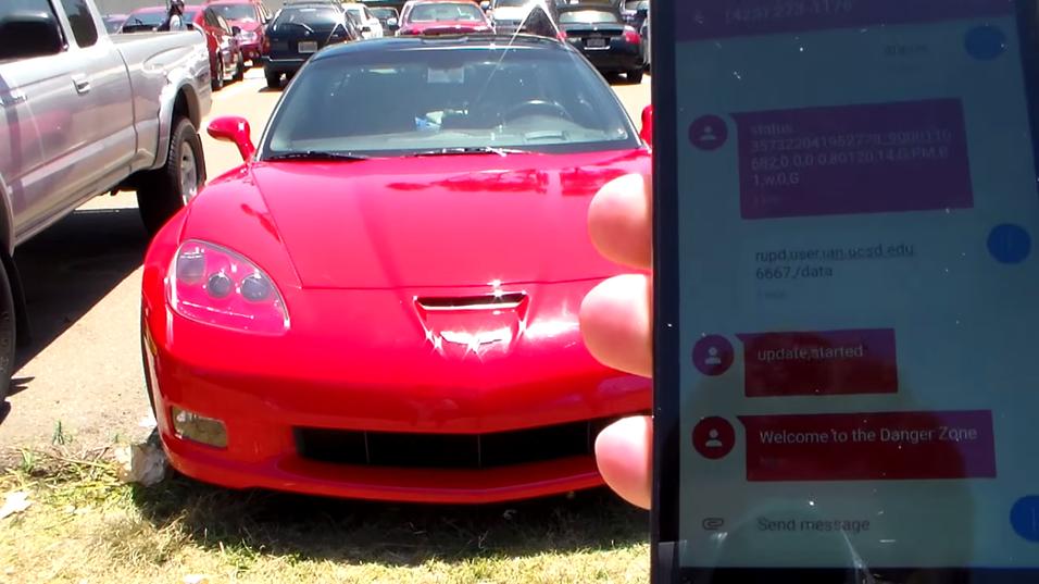 Hackerne klarte å fjernstyre en bil ved hjelp av en mobiltelefon.