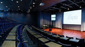 Mye av det faglige på E-sportdagen foregår i dette rommet på Telenor Expo.