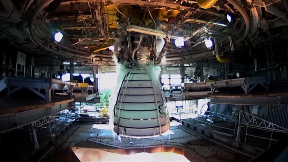 Slik så det ut da NASA testet RS-25-raketten.