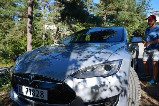 Om Apple lanserer en selvkjørende elbil, vil de gå rett i strupen på Tesla og deres Model S.