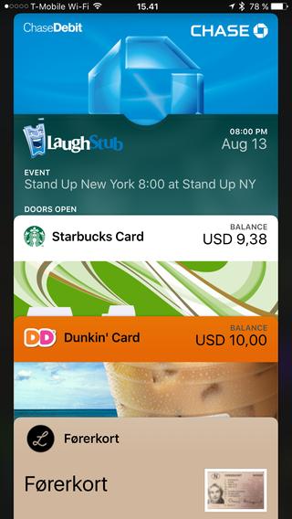 I iOS9 kan du åpne den nye lommeboka og velge mellom alle betalingskort eller aktuelle billetter. En veldig anvendelig snarvei rett fra låseskjermen.