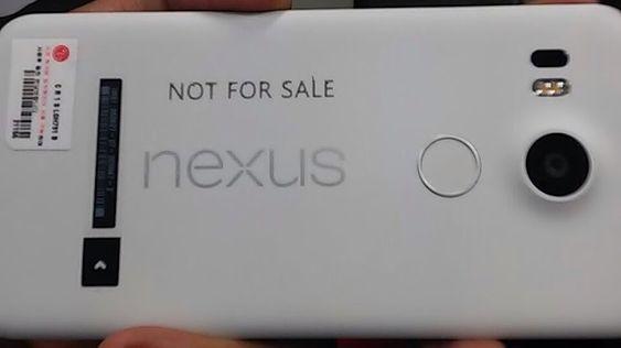 Også LGs Nexus-variant har en strategisk plassert ring på baksiden.