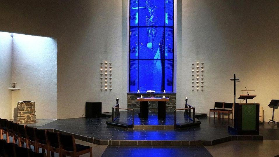 Riska kirke er en av kirkene som har fått installert fiber.