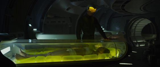 I filmen Prometheus ble passasjerene ombord på skipet lagt i dvale mens en robot passet på skipet.
