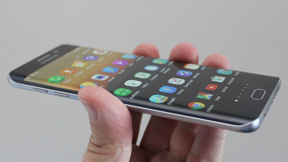 Samsung neste Edge-toppmodell skal visstnok ikke få samme skjerm som denne, Samsung Galaxy S6 Edge+, men derimot bli kurvet oppe og nede.