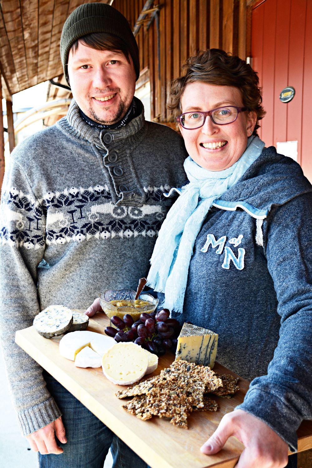 Egil Smith-Meyer og Kristin Waagen forsyner de mest kresne kokker med ost.