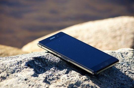 Xperia-serien, her representert ved artikkelforfatterens Xperia Z2, er populære telefoner i Norge. Men at de var inspirert av japanske kvinners dusjvaner, visste undertegnede ikke.