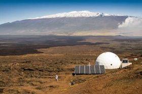Kuppelen drives ved hjelp av solcellepaneler.