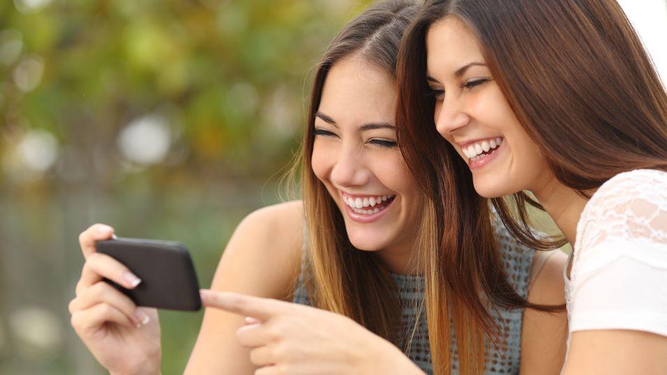 Unge er storforbrukere av korte mobilvideosnutter. Pwc spår at mobilannonsering går forbi rubrikk om få år.