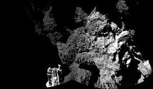 Dette bildet er tatt av Philae-landeren, og viser et terreng som neppe er så lett for en ordinær rover å bevege seg i.