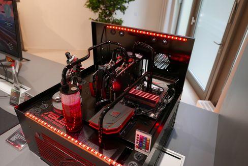 ROG Maximus har mye av maskinvaren plassert på toppen av kabinettet.