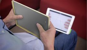 Du kan fjernstyre iPad-en med dekselet.
