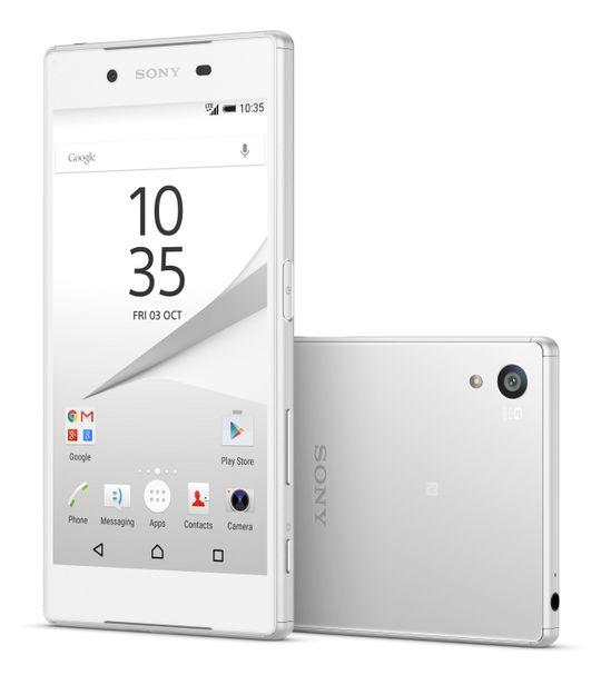 VANNGLAD: Sonys Xperia Z5 er en av få toppmodeller du kan snakke i regnet med.