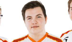 Adrian «Dipzey» Kjellesvik fra Oslo Lions EK lover å farge håret grønt om nDurance vinner i helgen.