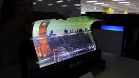 Dette er en tidligere prototype av en sammenrullbar OLED-skjerm fra LG.