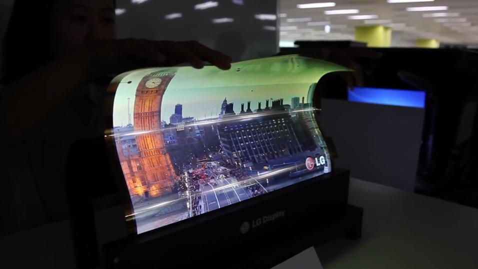 LG skal snart vise frem en 55-tommers fleksibel OLED-TV. Dette bildet viser en fleksibel 18-tommer som selskapet demonstrerte i fjor.