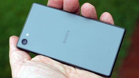 Sonys Xperia Z5 Compact er en knallgod telefon, og prisen nærmer seg det mange arbeidsplasser dekker.