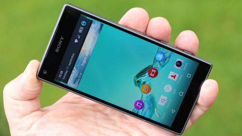 Kompakt og heftig: Sony fortsetter å bygge inn svært heftig innmat i små, vanntette telefoner.